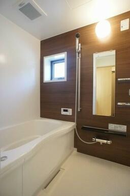 ☆アクセントパネルを採用した浴室☆追い焚機能付き給湯です☆