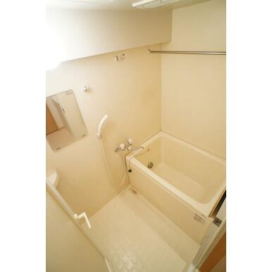 雨の日にも嬉しい浴室乾燥機つき♪