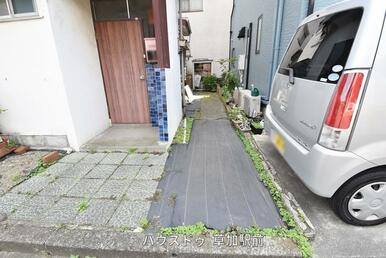 前面道路は7.2m!駐車する際もゆったり使えます!駐車が苦手な方でも落ち着いて出来そうですね!