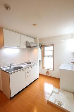 4.6帖のキッチン、お化粧スペースです♪