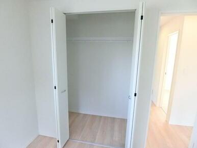 2階洋室8.2帖 収納