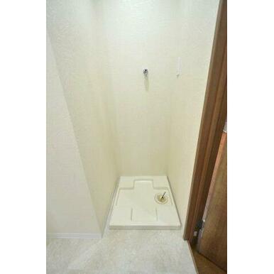 洗濯防水バンも新規交換済みです。 洗面室はしっかりドアで区切られますので洗濯中の音も気になりません。