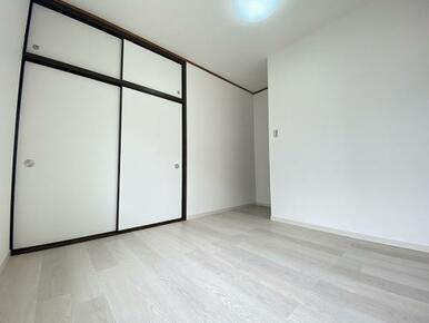 2階約4.5帖の西側洋室 別角度です。