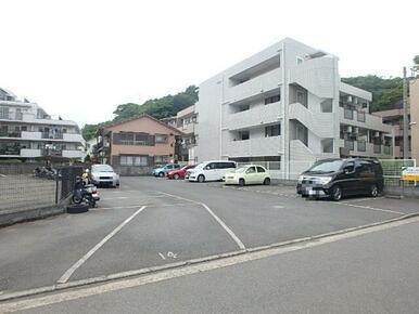 近隣駐車場(空き要確認。物件まで100m)
