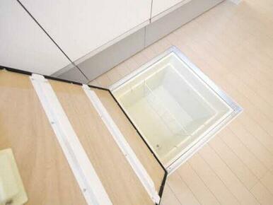 床下収納もあり、キッチンを広く使えます!