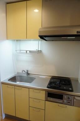 【キッチン】2口ガスコンロ&グリル付きです。水栓はシングルレバーです。