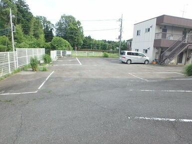 敷地内駐車場御座います。※別途契約要