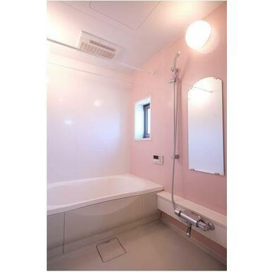 バス 浴室にも窓があります。