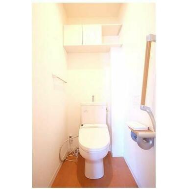 トイレ 手摺りがちょっとした気配りです。