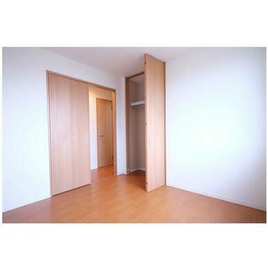 その他部屋・スペース 洋室5.2帖と収納です。