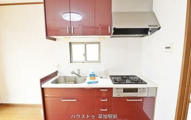 キッチンは壁付なので、集中してお料理が出来そうですね(^^♪