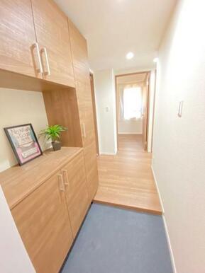 大容量の玄関収納があるので、すっきりとした玄関を保てます。