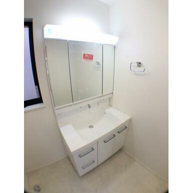 【洗面室】洗面からお化粧まで♪忙しい朝の準備に便利な洗髪洗面化粧台!