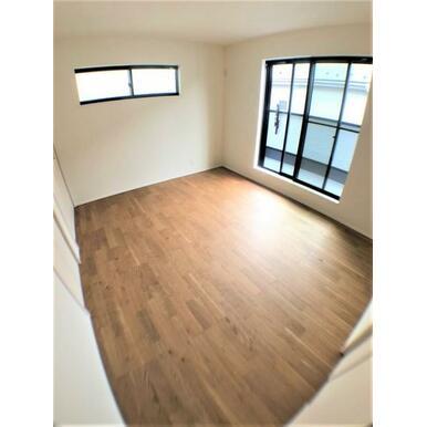 【洋室】窓からのやさしい光が心地よいプライベートルーム♪
