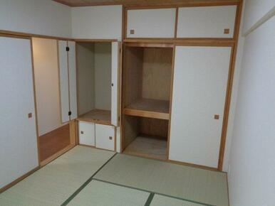 和室には押入があるので収納面も安心です。
