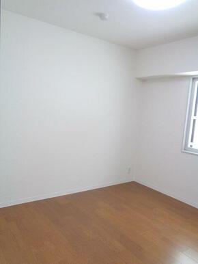 【2F洋室(約5.7帖)】コンパクトで使いやすい洋室。