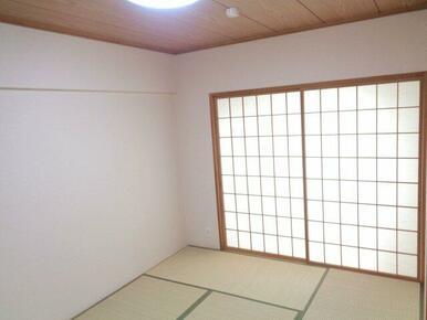 2F和室は南向き。障子があるので日光も優しく差し込みます♪