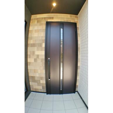 【玄関】 シンプルモダンな玄関。