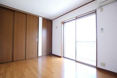 【洋室1】 収納付きのお部屋です★