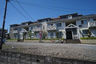 敷地内にA棟、B棟があります。合計8世帯です。