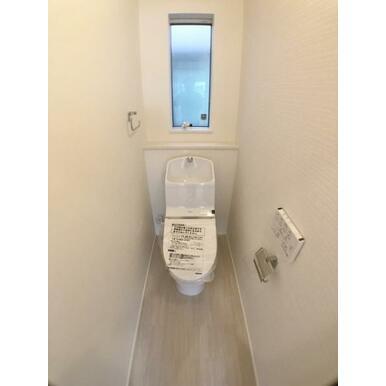 【8号棟トイレ】 家計と環境に優しい節水型ウォシュレット付トイレ!