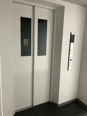 防犯モニタ付エレベータ