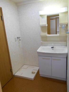 洗面化粧台と洗濯機置き場