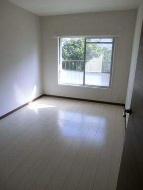 白基調の洋室