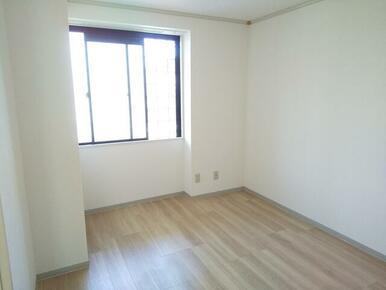 北側・5.5畳洋室