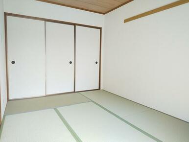 LDK横・6帖の和室にも収納スペースが御座います♪