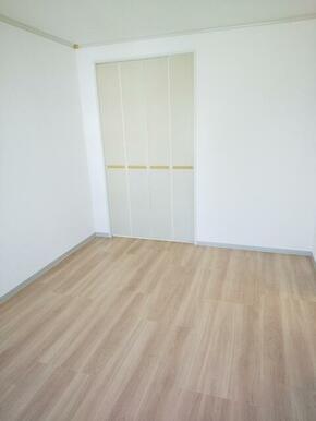 寝室としても十分な広さ・5.5帖の洋室