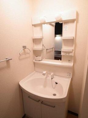 【洗面台】生活に便利な独立洗面化粧台です♪