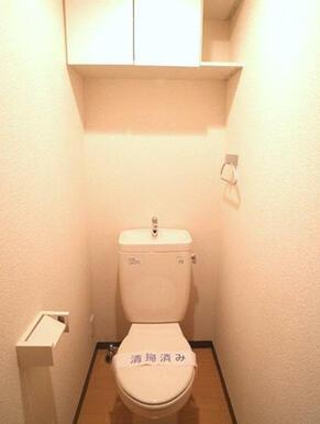【トイレ】写真は洗浄機能便座付ける前の写真です。実際のお部屋には洗浄機能付き便座がございます。