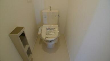 トイレは温水洗浄便座となります♪