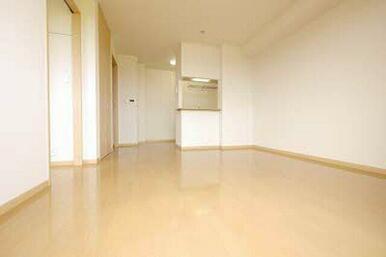 生活の中心スペースです!ダイニングセットやソファーを置くスペースがあるので、家族で寛ぐ空間としてご利