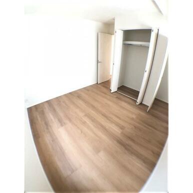 【洋室】嬉しい各部屋収納付!