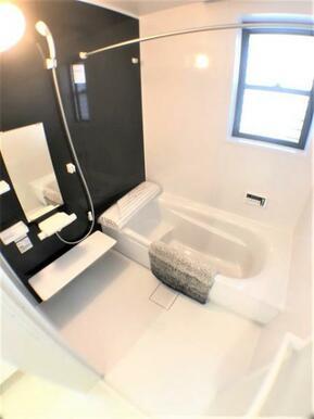 【浴室】ゆったりくつろげる1.0坪のユニットバス♪