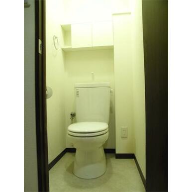棚ありトイレ