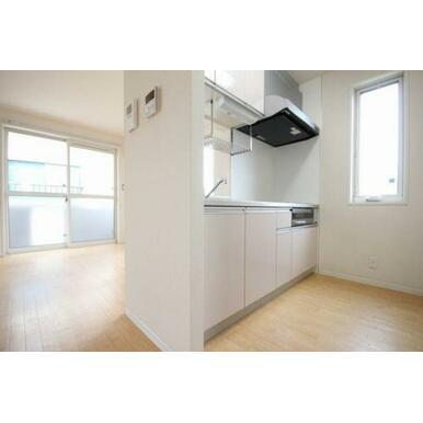 ◆LDK(13.4帖)◆キッチンは対面式なのでテレビをみながら料理をすることもできます♪