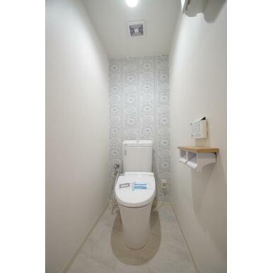 アクセントクロスが女子ウケ間違いないおしゃれなトイレです!