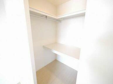 大容量で収納力のあるウォークインクローゼットを採用!お部屋を広くご利用いただけます。