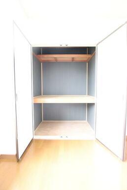 洋室の収納スペース♪