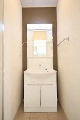 朝に便利な洗髪洗面化粧台♪