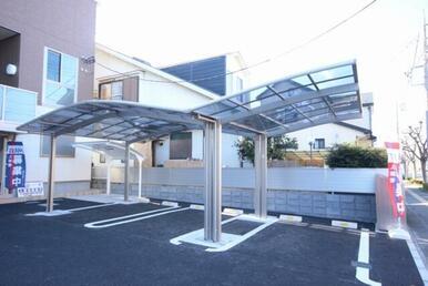 敷地内に屋根付きの駐車場を完備しています◎