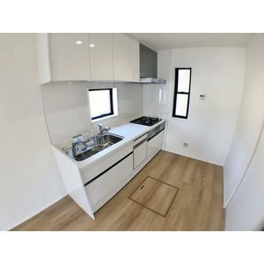 【キッチン同仕様写真】 床下収納や吊戸等、豊富な収納が嬉しいキッチン!