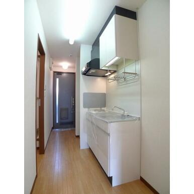キッチン部分☆1口ガスコンロ付きキッチンセット♪左が洗面脱衣所部分です