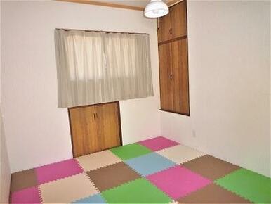 2階 洋室6帖