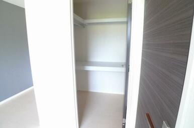 洋室にはウォークインクローゼットがあります。 使い勝手と収納量が自慢の収納です★