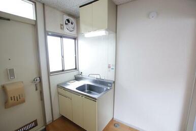 キッチンに窓有ります