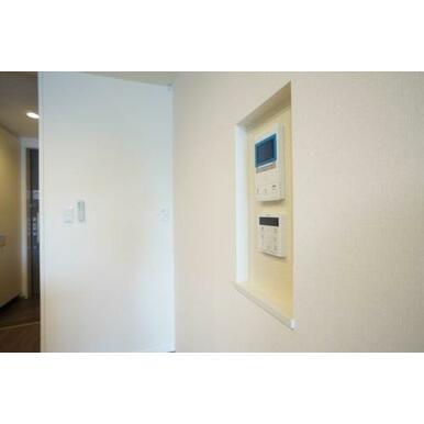 ◆LDK(14.5帖)◆モニター付きインターホンで来訪者を安全に確認できます☆その下には浴槽のリモコ